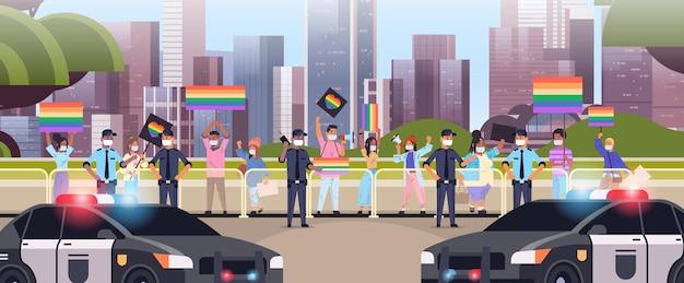 Mischen sie rassenmenschen in masken mit lgbt-plakaten auf lesbischem gay-pride-festival transgender-liebe lgbt-community-konzept stadtbildhintergrund horizontale vektorillustration in voller länge