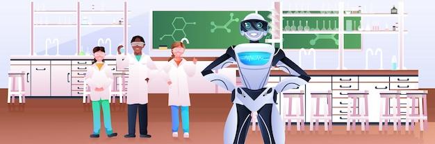 Mischen sie rennschüler mit robotern, die chemische experimente im labor der künstlichen intelligenztechnologie durchführen moderne laborwissenschaftsklassenzimmerinnenraum horizontal
