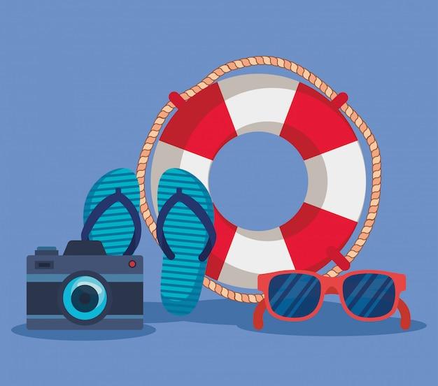Mit flip-flop und sonnenbrille mit kamera zur sommerzeit schweben
