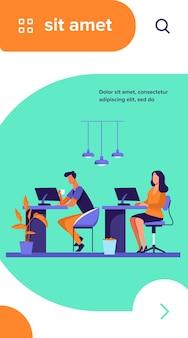 Mitarbeiter, die an computern arbeiten