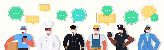 Mix race menschen verschiedener berufe stehen zusammen arbeitstag feier chat blase kommunikationskonzept männer frauen tragen masken, um coronavirus zu verhindern