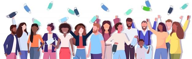 Mix race people crowd wirft gesichtsmasken und feiert den sieg über die covid-19-coronavirus-pandemie