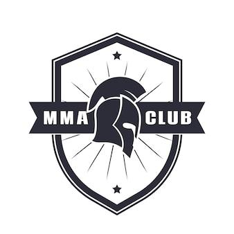 Mma-emblem, logo mit spartanischem helm über weiß