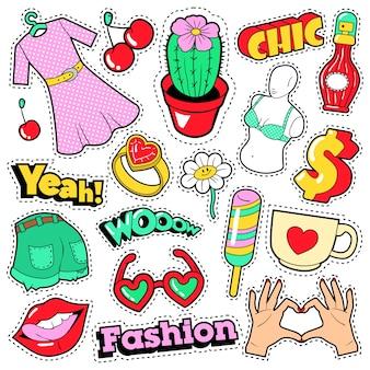 Mode mädchen abzeichen, aufnäher, aufkleber - kleidung, accessoires, lippen und hände im pop-art-comic-stil.
