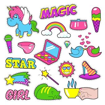 Mode mädchen abzeichen, aufnäher, aufkleber - regenbogen, katze, hand und vögel im pop-art-comic-stil. illustration