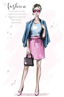 Modefrau in sonnenbrille