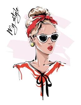 Modefrau mit sonnenbrille