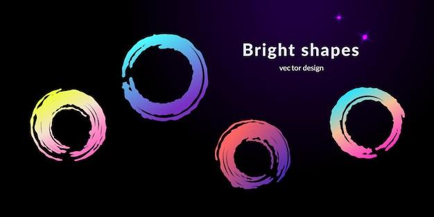 Moderne banner mit farbverlauf kreisen formen für web- oder printdesign ein. satz von vier modernen vektortexturierten abstrakten formen in verschiedenen kosmischen farben auf schwarzem hintergrund