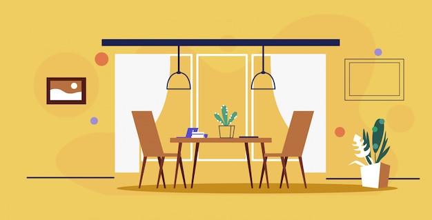 Moderne büroinnenraum kreative kooperierende arbeitsplatztisch mit stühlen leer keine menschen kabinettsskizze kritzeln gelbe wand