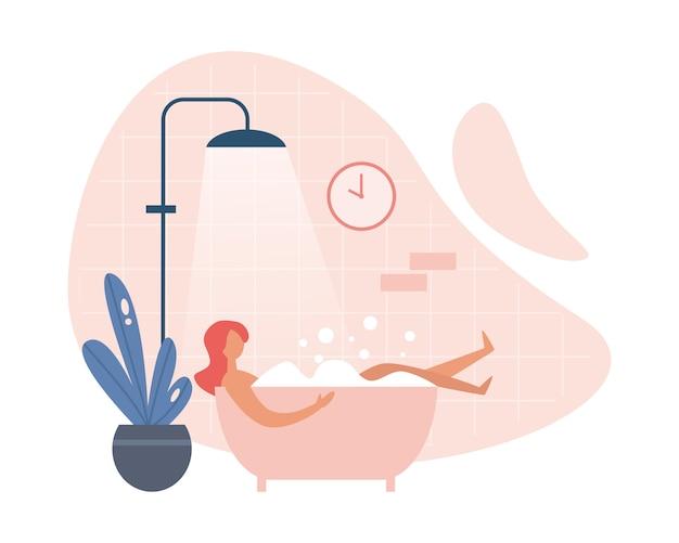 Moderne frau, die heißes bad zu hause nimmt
