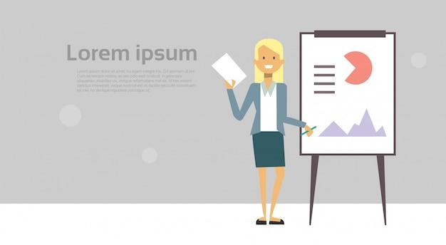 Moderne geschäftsfrau-führende darstellungs- oder konferenzbericht-stellung