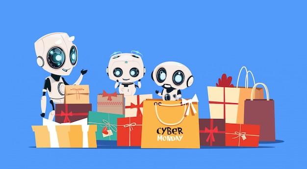 Moderne roboter, die geschenkboxen mit cyber monday-text-on-line-feiertags-moderner technologie-verkaufs-fahne halten
