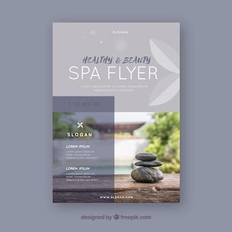Moderne spa-flyer-vorlage mit eleganter stil