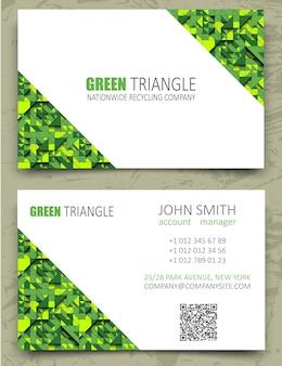 Moderne visitenkarten-designschablone der grünen dreiecke. weißer diagonaler raum auf musterhintergrund. geometrische textur des volumens 3d. ökologisches, recycling-, öko-lebensmittel- oder energiethema.
