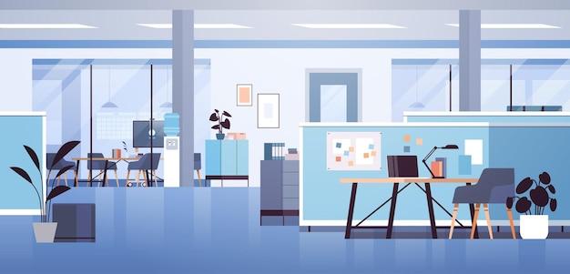 Moderner coworking-bereich büroinnenraum leer kein offener raum kabinettraum mit möbeln horizontale vektorillustration