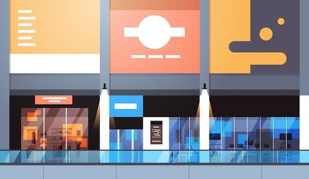 Modernes einzelhandelsgeschäft mit vielen geschäften und leerem innenraum des supermarktes