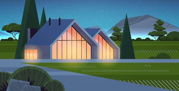 Modernes haus aus sandwichpaneelen mit panoramafenstern umweltfreundlicher hausbau modulares gehäuse