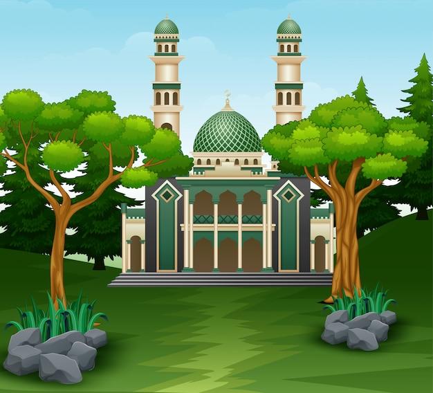 Moscheengebäude im waldhintergrund