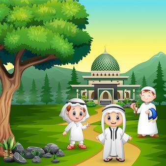 Moslemische karikatur der leute auf der straße zur moschee