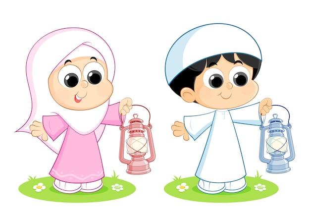 Moslemische leute, die ramadan-laternen tragen
