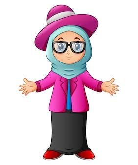 Moslemisches mädchen, das blauen schleier und das rosa kleidungsdarstellen trägt