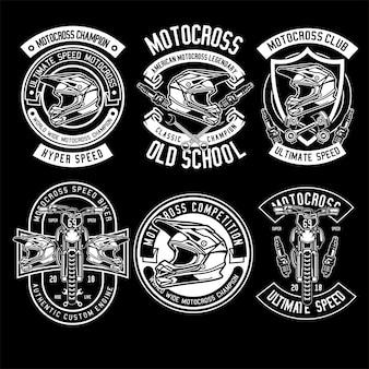 Motocross-abzeichen auf dunkelheit