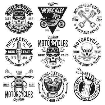 Motorrad-set mit monochromen vintage-emblemen, etiketten, abzeichen oder logos