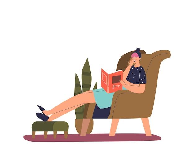 Müde, erschöpfte frau, die zu hause auf der couch einschläft und ein buch liest. frustrierte überarbeitete frau
