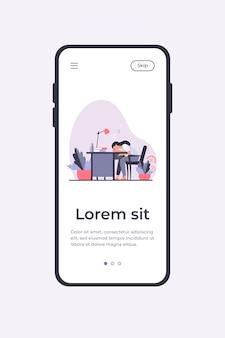 Müde frau, die während der arbeit am tisch schläft. schreibtisch, erschöpfung, flache vektorillustration des mitarbeiters. mobile app-vorlage für das arbeitsplatz- und berufskonzept