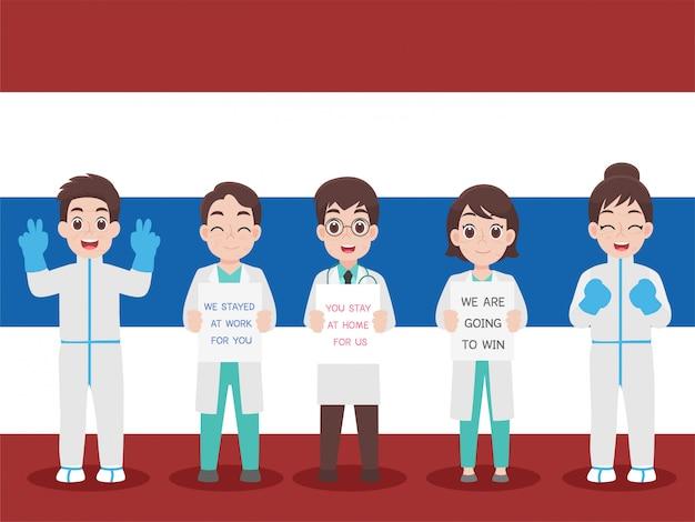 Müde thailändische ärzte im persönlichen schutzanzug tragen eine medizinische schutzmaske, um viren vorzubeugen. wir bleiben für sie bei der arbeit. sie bleiben für uns zu hause