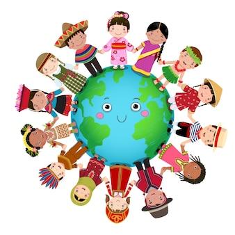 Multikulturelle kinder, die hand auf der ganzen welt halten