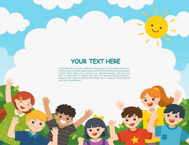Multikulturelle kinder, die zusammen an einem sonnigen sommertag im park herumhängen. kinder schauen interessiert auf. vorlage für werbebroschüre.