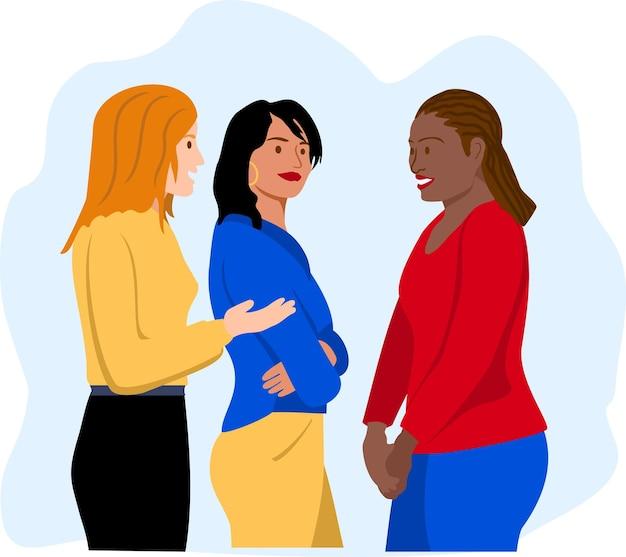Multinationale freundinnen, die miteinander reden verschiedene freundinnen, die miteinander reden drei frauen, die sich unterhalten