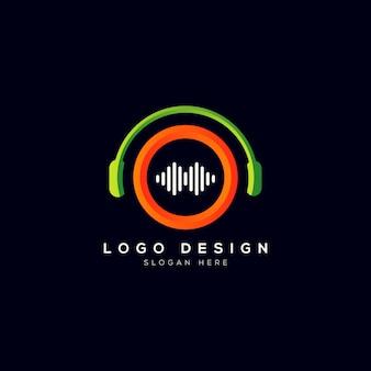 Music company logo mit kopfhörer