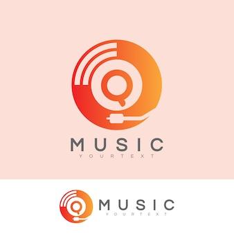Musik anfangsbuchstabe q logo design
