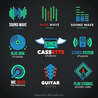 Musikalische symbole in bunten stil