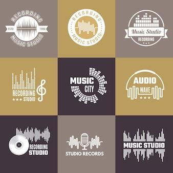 Musikalisches logo. audio studio abzeichen schallwellen formen vorlage set.