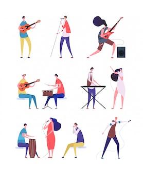 Musiker spielen am set