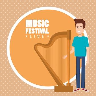 Musikfestival live mit mann spielt harfe