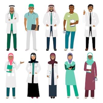 Muslime im gesundheitswesen. stehender arabischer moslemischer arztdoktor und arabischer krankenschwestervektor lokalisiert