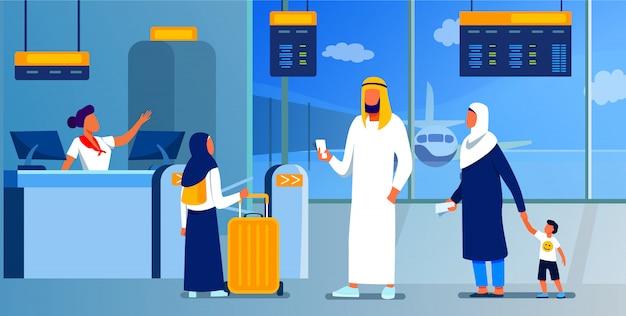 Muslimische familie, die am check-in-schalter im flughafen steht