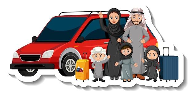 Muslimische familie steht vor einem auto