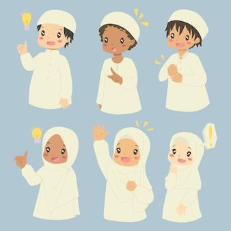 Muslimische kinder, die ideenausdrücke setzen.