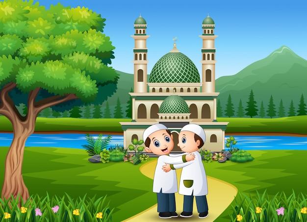 Muslimische kinder umarmen und wünschen sich vor der moschee
