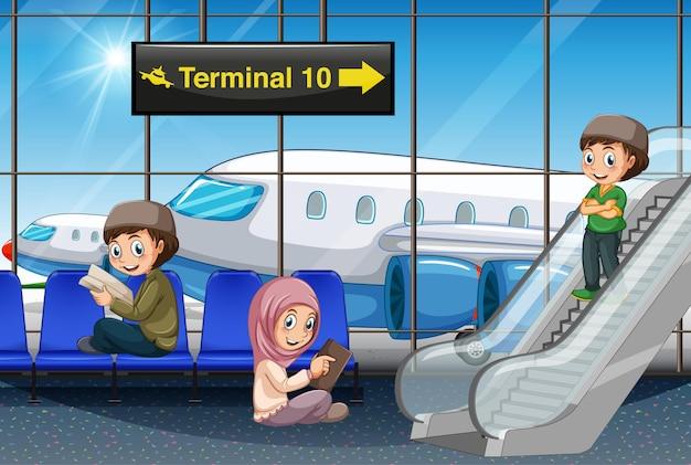 Muslimischer passagier am flughafen