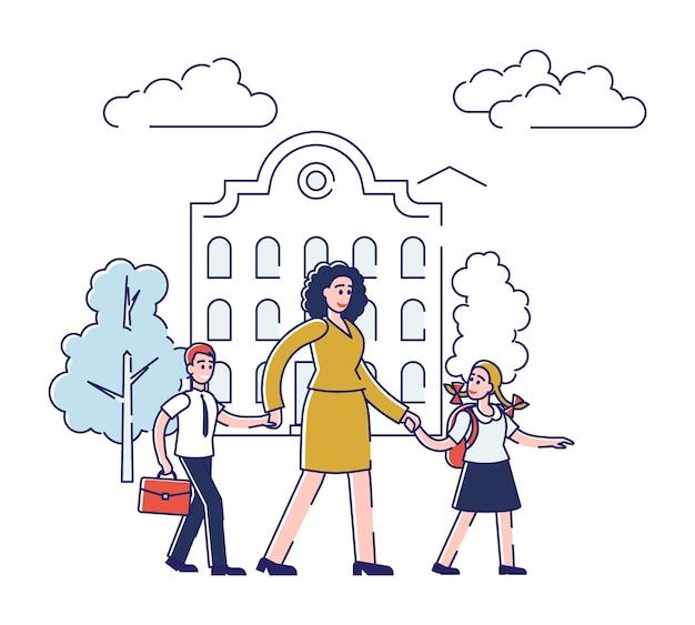 Mutter geht sohn und tochter zur schule. zwei kinder, die mutterhand halten, gehen zum unterricht