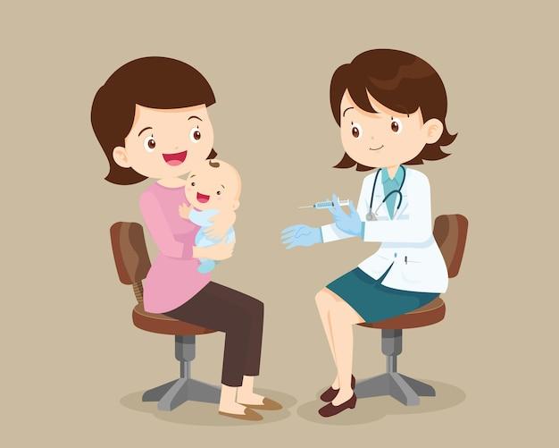 Mutter mit kind beim arzt im krankenhaus dem baby eine spritze geben zeit für die impfung