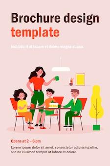 Mutter und gruppe von kindern, die tee trinken und kuchen essen. dessert, teeparty, flache illustration der geschwister. familien-, feier-, kindheitskonzept