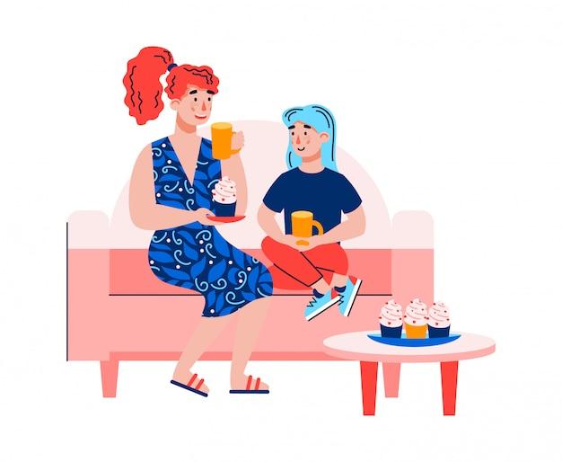 Mutter und tochter sitzen auf sofa und trinken tee mit dessert.