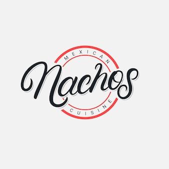 Nachos handgeschriebenes schriftzuglogo, etikett, abzeichen, emblem, zeichen für mexikanisches restaurantmenü, caféabzeichen. vintage retro-stil. moderne kalligraphie, typografie. .
